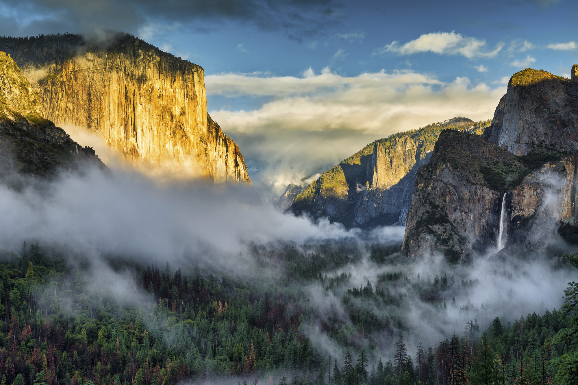 Mist in Yosemite Valley from Tunnel View, Yosemite National Park, California, USA